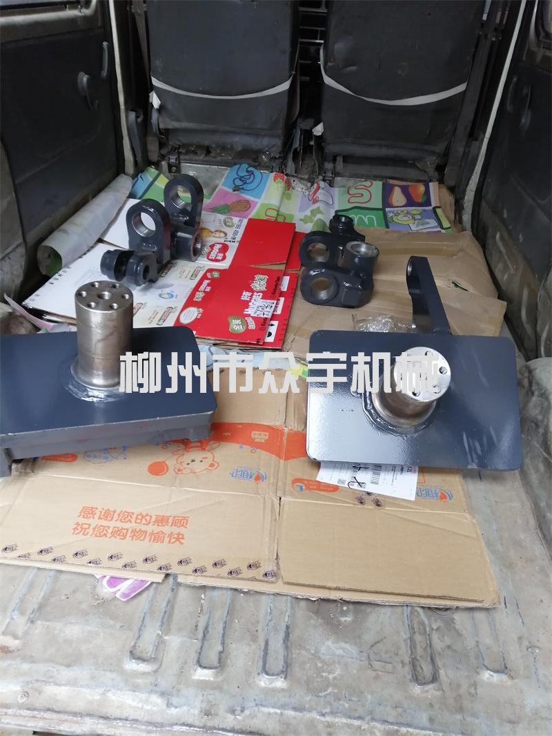 广东柳工平地机配件转向节